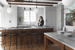 wauwatosa-kitchen-remodel-white-woodwork-tile-backsplash-island-chairs